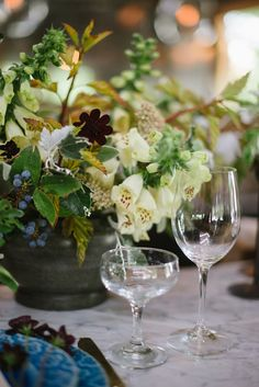 Inspiration 3: lush and wild, varied flowers in warm tones and greens