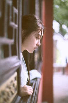 She looks sad.why are you sad, beautiful lady? Japon Illustration, Foto Pose, Girl Photography Poses, Portraits, Ms Gs, Ulzzang Girl, Japanese Girl, How To Take Photos, Girl Photos