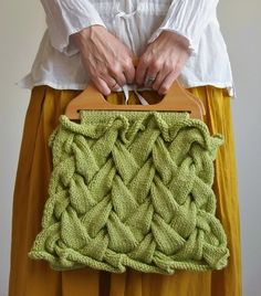 I don't particularly like the purse but love the knitting pattern