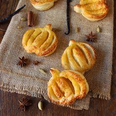 Многолистни бисквитки с пюре от тиква за Хелоуин / Puff Pastry Pumpkins with Pumpkin Puree