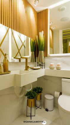 In Wohnräumen oder im Flur beeinflusst der Fußboden die Atmosphäre und das Raumklima in erheblichem Maße. Die Auswahl reicht von pflegeleichten Fliesen über Echtholz bis zu modernen Designböden aus Vinyl und fußfreundlichem Kork. Bei WOHNKLAMOTTE findest Du Infos zu den modernen Bodenbelägen. Luxury Master Bathrooms, Amazing Bathrooms, Bad Inspiration, Bathroom Inspiration, Bathroom Trends, Bathroom Interior, Bathroom Ideas, Bathroom Remodeling, Remodel Bathroom