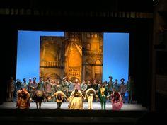 Successo per l'esilarante #Cenerentola rossiniana al Teatro del Giglio di Lucca: un tripudio di colori e risate @teatrodelgiglio
