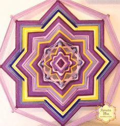 Mandala de 8 pontas, 75cm. Feita com fios acrílicos e base de varetas 0,6cm, de madeira reflorestada.