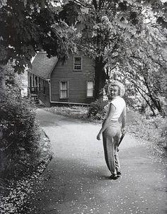 Marilyn near the Niagara Falls in 1952 - Photographed by Jock Carroll