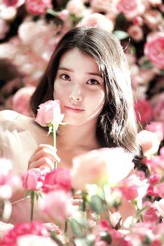 A lovely photo. But something about it makes it seem sinister. Korean Actresses, Korean Actors, Korean Beauty, Asian Beauty, Korean Celebrities, Celebs, K Pop, Korean Girl, Asian Girl