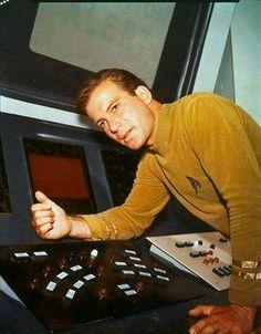 Captain James T. Kirk (William Shatner) - Star Trek: The Original Series Star Trek 1966, Star Trek Tv, Star Wars, Star Trek Original Series, Star Trek Series, Tv Series, Leonard Nimoy, William Shatner, Star Trek Tattoo