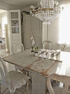 Mooi met verhoogde slaapkamer. Droomkeuken. Heel mooi, de tafel is echt gaaf! Knus shabby chic