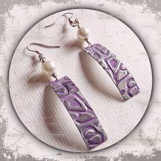rechteckige Ohrringe aus Metall in silber/lila mit Perlen u. Prägung --- rectangular metal earrings in silver / purple with pearl u. imprinting --- Handmade