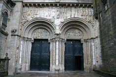 Puerta de las Platerías de Santiago de Compostela (Galicia) -Escultura románica en España.