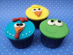 Cupcakes Galinha Pintadinha Edible Cupcake Toppers, Cupcake Cookies, Hippie Birthday, Funfetti Cake, Ice Cream Desserts, Specialty Cakes, Fondant Cakes, Creative Food, Baby Shower Cakes