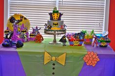 Heros vs villains - wills party table