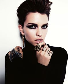 I mean, LOOK AT HER. The hair. The eyes. The successful, powerful woman attached to said hair and eyes. Ruby Rose Looks So Goddamn Good In GQ Australia It Hurts Androgynous Makeup, Rubin Rose, Gq Australia, Australian Models, Orange Is The New Black, Linda Evangelista, Cate Blanchett, Up Girl, Woman Crush
