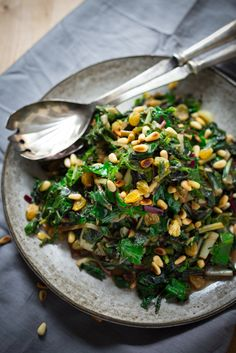 Catalan Style Wilted Greens with Garlic, Sultanas and Pine nuts .a simple healthy recipe Veggie Side Dishes, Vegetable Sides, Side Dish Recipes, Vegetable Recipes, Dinner Recipes, Easy Healthy Recipes, Vegetarian Recipes, Cooking Recipes, Healthy Foods
