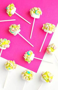 St Patricks Day Marshmallow Pops with Lucky Charms