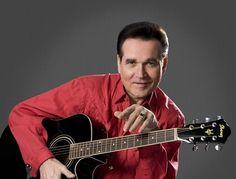 """Ted Herold wurde auch schon einmal als """"Deutscher Elvis"""" bezeichnet. Live on Stage beim 1. Pyrmonter Wirtschaftswunder am 10.07.16 um 15°° Uhr www.pyrmonter-wirtschaftswunder.de"""