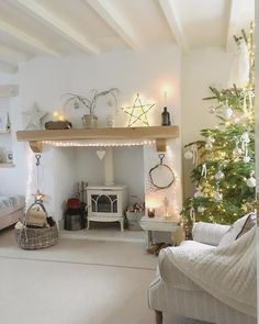 🎶O Christmas tree, O Christmas tree How lovely are your branches🎶. until they play a ball game with Poppie Dog 🙈🎶All the pine needles… Cottage Lounge, Cottage Living Rooms, Cottage Interiors, Living Room Grey, Home Living Room, Living Room Designs, Living Room Decor, Christmas Living Rooms, Country Decor