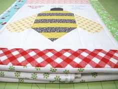 {Step 21} Bee In My Bonnet: The Bee in my Bonnet Row Along - Preparing Your Quilt Backing and Scrappy Binding Tutorial ...