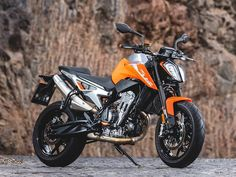 Team Orange's new middleweight naked has been the competition's nightmare and every rider's dream. Ktm Duke, Duke Bike, Futuristic Motorcycle, Motorcycle Bike, Super Bikes, Teaser, Ducati Monster 821, Ktm Motorcycles, Twin Disc