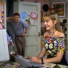 Imagem de clarissa explains it all Early 90s Fashion, Clarissa Explains It All, Rocko's Modern Life, Melissa Joan Hart, Sabrina Spellman, Boys Dpz, Ex Girlfriends, Style Inspiration, Disco Outfits