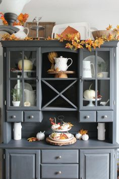 Old-style cabinet decorated in warm fall style @pattonmelo