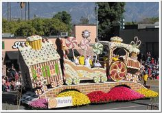 Rose Bowl Parade and the 1000 Islands > Thousand Islands Life Magazine > Thousand Islands Life Magazine All Archives Christmas Float Ideas, Christmas Parade Floats, Xmas Ideas, Christmas Train, Outdoor Christmas, Gingerbread Train, Gingerbread Houses, Rose Bowl Parade, School Events