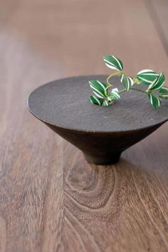 Love for clay — Japanese Ceramic Artist Shinobu Hashimoto Ceramic Pots, Glass Ceramic, Ceramic Clay, Ceramic Pottery, Pottery Art, Slab Pottery, Thrown Pottery, Pottery Studio, Ceramic Braces