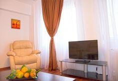 Apartamento en alquiler por temporada o semanas, en el centro de Bucarest. Flat Screen, Curtains, Home Decor, Bucharest, Vacations, Centre, Home, Old Town, Blood Plasma