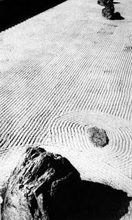 Werner Bischof, photograph | eBooklet about gravel patterns: http://www.japanesegardens.jp/explanations/000106.php