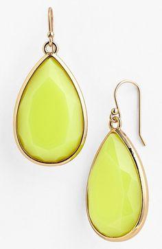 Beautiful teardrop earrings http://rstyle.me/n/jtm89nyg6