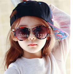 Купить товарХорошо quqlity 2015 мода детские солнцезащитные очки девушки винтаж дети солнцезащитные очки мальчиков изолят уф 400 3 цвета защитить глаза в категории Солнцезащитные очкина AliExpress.                       2015 новые продукты прибытия!!!                                      Уважаемые клиенты
