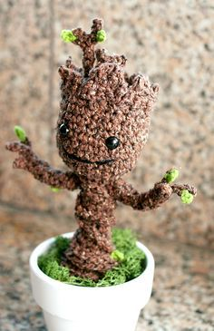 Free groot guardians of the galaxy pattern http://blog.twinkiechan.com/2014/08/13/free-crochet-pattern-potted-baby-groot-from-guardians-of-the-galaxy/