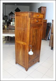 Stipo una anta in noce Luigi Filippo 1860 circa restaurato credenza dispensa Armadio