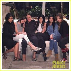 kardashian jenner night with bruce 02 Bruce Jenner finds himself surrounded by his favorite girls in a new Instagram picture posted on Monday evening (January 19).