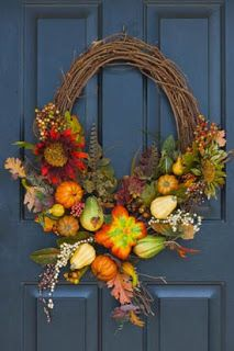 Mini-Autumn Wreaths: grapevine wreath, autumn veg