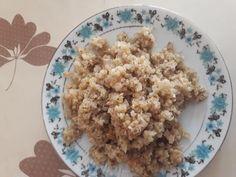 Pui cu quinoa Quinoa, Oatmeal, Grains, Rice, Breakfast, Food, Breakfast Cafe, Essen, Yemek