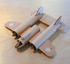 Dieses Flugzeug ist cool und Ihre Kinder können es nach Herzenslust dekorieren … This plane is cool and your kids can decorate it to their heart's content … – brands Projects For Kids, Diy For Kids, Crafts For Kids, Toilet Paper Roll Crafts, Paper Crafts, Cardboard Toys, Cardboard Airplane, Origami Airplane, Paint Colors For Living Room