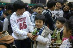 This angel munchkin being a cutie <3 <3 Baby Seungkwan Boo <3