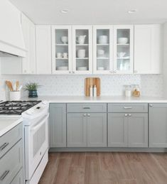 Nice 90 Incredible Farmhouse Gray Kitchen Cabinet Design Ideas https://decorapartment.com/90-incredible-farmhouse-gray-kitchen-cabinet-design-ideas/