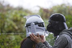 omg this star wars engagement session totally cracked me up! www.lovetreeblog.ca