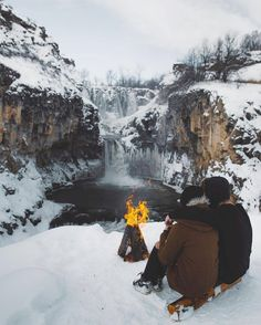 Daily dose of camping inspiration Camping Places, Camping And Hiking, Winter Cabin, Winter Fun, Outdoor Life, Outdoor Camping, Wild Forest, Survival Life, Survival Gear