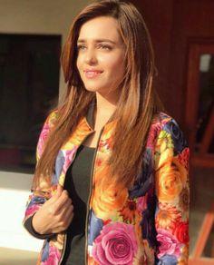 Casual Work Attire, Pakistani Actress, Muslim Girls, About Hair, Pakistani Dresses, Photo Poses, Fashion Outfits, Womens Fashion, Girl Crushes