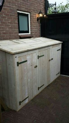 Discover recipes, home ideas, style inspiration and other ideas to try. Garbage Can Storage, Garbage Shed, Storage Bins, Diy Wood Projects, Outdoor Projects, Outdoor Decor, Bin Shed, Generator Shed, Bin Store