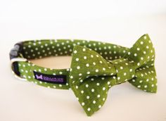 This listing is for the dog collar and bow tie set. Your pup will dazzle the crowd in this Quinn Collar Bow Tie set.   All bow ties are removable and are attached with Velcro and a stretchable strap to keep it in place. Also has a matching flower set for your girl pups here!