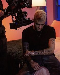 Zayn Malik Pics, Zayn Mailk, Leona Lewis, Genuine Smile, Dusk Till Dawn, Acting Skills, One Direction Videos, People Fall In Love, Louis And Harry