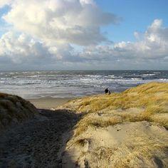 Een heerlijke strandwandeling door weer en wind, dat is #ooktexel  #igersnetherlands #igholland #texel #ig_holland #igers #texelmomentje #te...