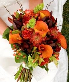 There are no limits in terms autumn wedding reception decor and accessories. You just have to look carefully around and let your senses to capture what nature has to transfer to you. Relax, enjoy and remember the only rule is to use for your autumn wedding reception decor only what you love.
