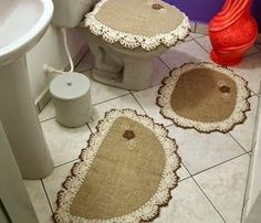 Hobbies And Crafts, Diy And Crafts, Burlap Projects, Burlap Table Runners, Decoupage Vintage, Sewing Aprons, Burlap Crafts, Crochet Home, Bath Rugs