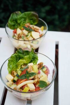stuttgartcooking: Salat mit Nudeln, Tomaten, Apfel, Walnüssen, Minze und Bergkäse