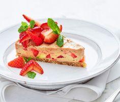 """Raw """"ostekake"""" med jordbær"""