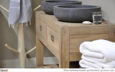Eiken badkamermeubel - RestyleXL. Met deze eiken look breng je je badkamer een stapje dichter tot de natuur.